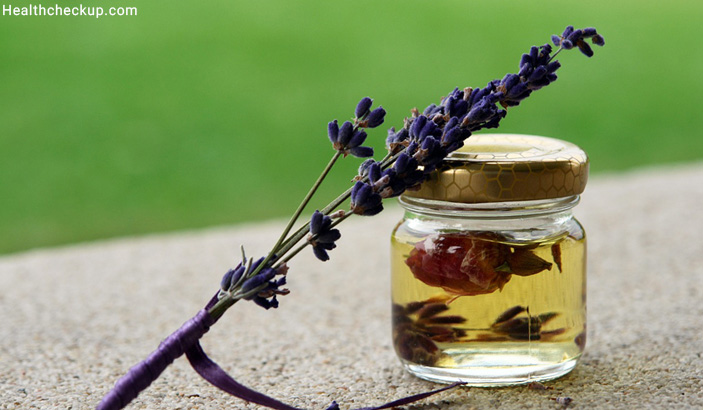 Lavender Essential Oil - Home Remedy For Skeeter Syndrome